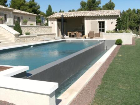 Piscine design contemporaine pas cher photos transat for Piscine debordement